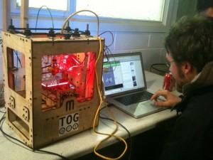 Makerbot printing again!